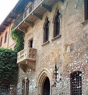 300px-Balkon_der_Julia_Verona