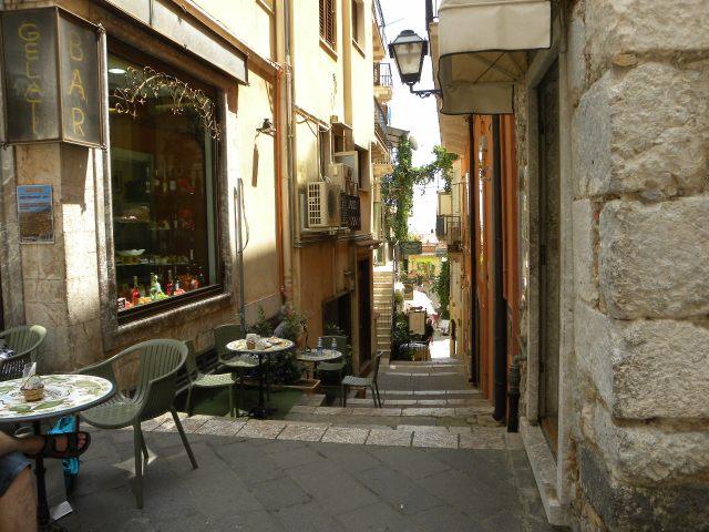 Italia 976