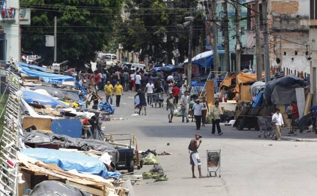 Cracolandia Barracos de usuários de drogas na alameda Dino Bueno, na região central de SP
