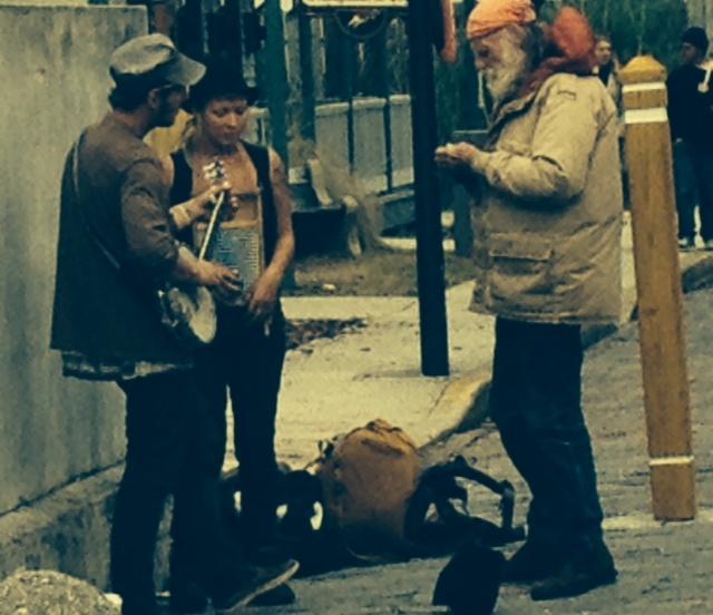 sTO aGOSTINHO usa artistas de rua