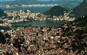 favela-da-rocinha-fonte-riodasostrasjornal-blogspot-com-br2
