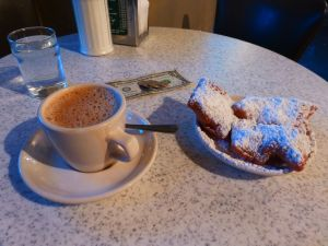 1280px-Cafe_au_Lait_and_Beignets_New_Orleans