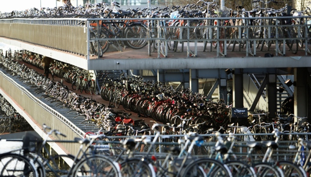estacionamento-bicicleta-thinkstockphotos-200381243-001-830-474