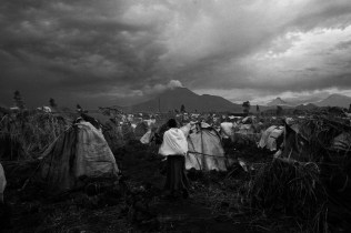 Displaced make camp in Goma after they fled fighting in Karuba and Mushake. Fighting rages between Government forces and General Nkunda in Karuba, Kivu Province DRC.